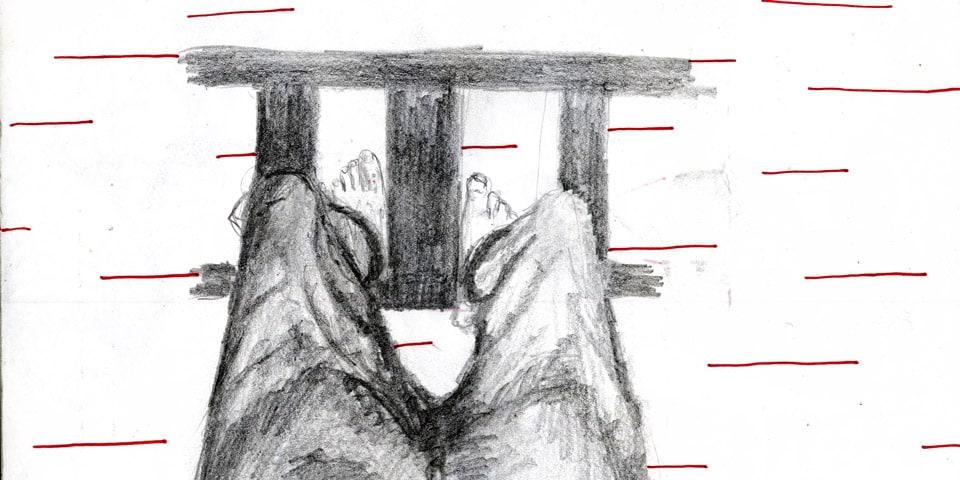 zwei Füße auf dem Geländer